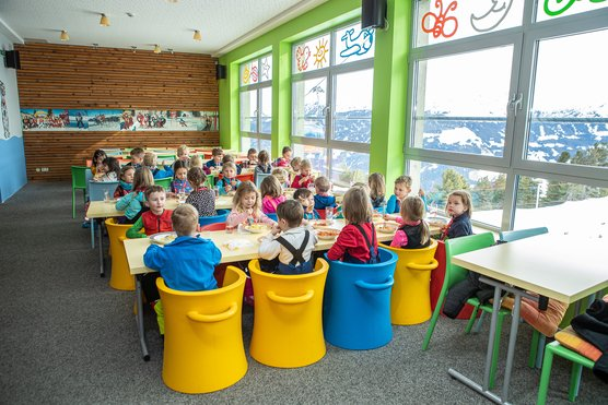 Kinderraum fürs gemeinsame Mittagsessen